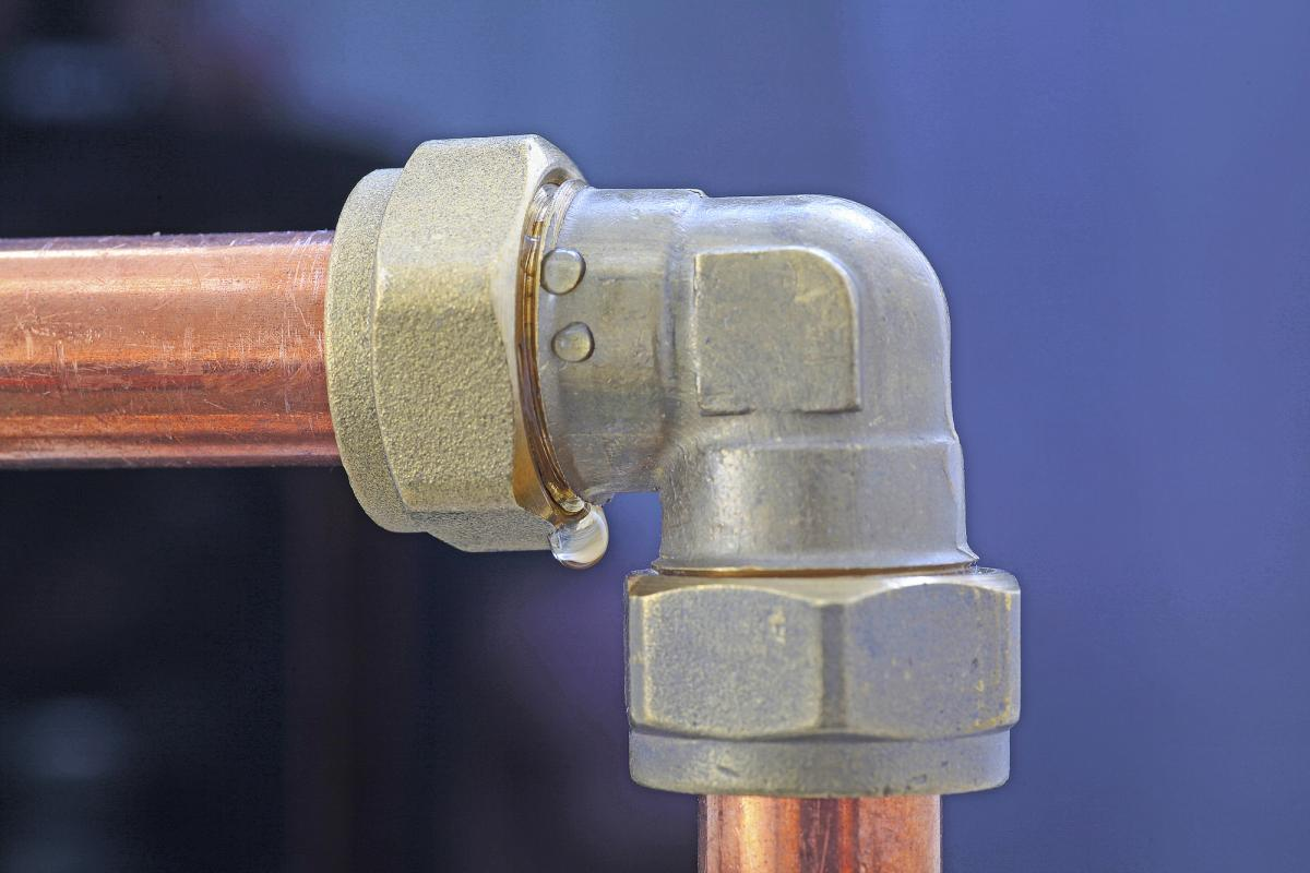 7 Signs of a Leaking Pipe in Your Home